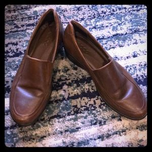 Like new Ecco brown flats with comfort sole